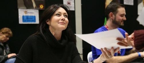 Shannen Doherty, qui lutte contre un cancer du sein, se rase la ... - yahoo.com