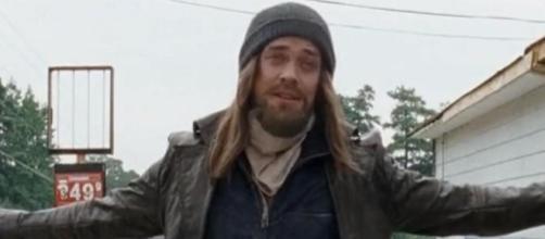 Tom Payne alias Jesus a donné son avis sur la dernière rumeur