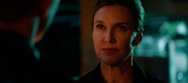 Brenda Strong interpreta Lillian Luthor