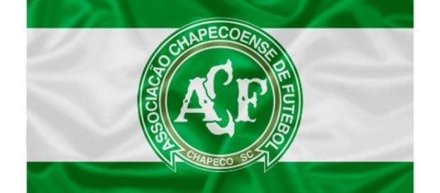 Chapecoense: avião que levava delegação sofre acidente