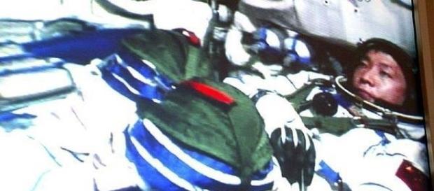 Nesta foto, Yang Liwei se preparava para ir ao espaço no módulo Shenzhen 5 nave (Xinhua)