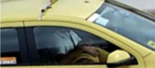 Passageira faz sexo oral em taxista