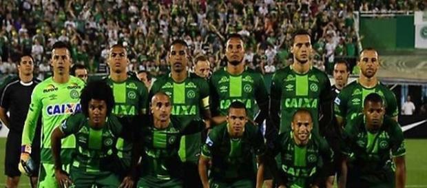 Precipita aereo in Colombia: a bordo c'era un'intera squadra di calcio.