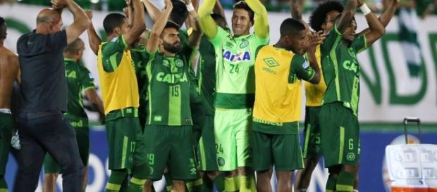 Time agradecendo à torcida pelo apoio na Sul-Americana