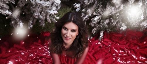 Laura Pausini presenta il suo disco di Natale in salsa swing.