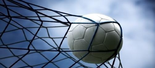 Palmeiras começa a agitar o mercado da bola