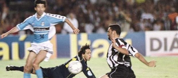 Atleticano precisou esperar quase 40 anos para ver a revanche do Galo, que teve gol de peito de Guilherme