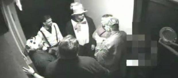 """Grupo homofóbico esperando a vítima no corredor do hotel """"The Jane"""""""