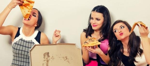 Porque algumas pessoas comem muitas besteiras e não engordam.