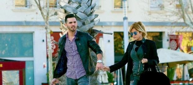 Ylenia y Suso paseándo de la mano - QuéMeDices! - diezminutos.es
