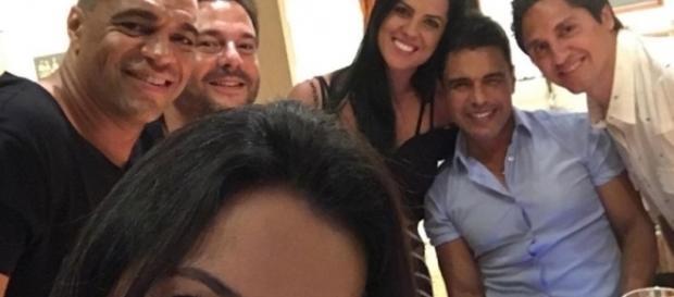 Zezé Di Camargo protagoniza barraco e xinga muito na web