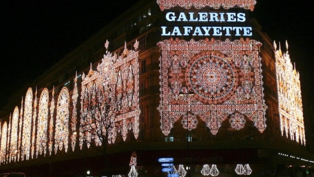 Photo De Galerie Exterieur noël aux galeries lafayette : l'intérieur vaut l'extérieur