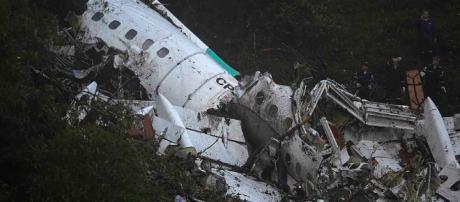 As buscas ja foram finalizadas, segundo autoridades bolivianas; 71 pessoas morreram, até o momento, e 6 continuam internadas