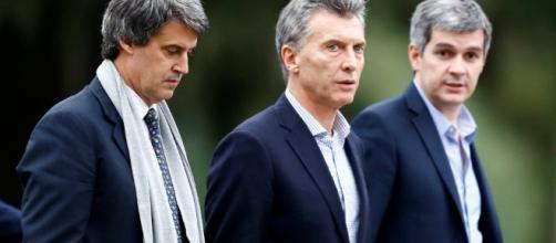 Alfonso Prat-Gay, Mauricio Macri y Marcos Peña