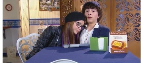 Isabela e Téo vão se beijar na boca.