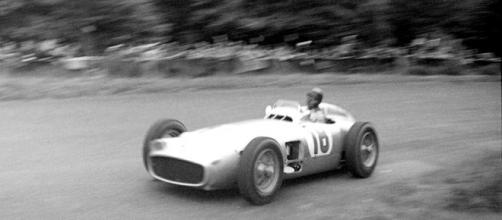 Juan Manuel Fangio in a Mercedes, 1954; picture by Agridecumantes (Wikimedia Commons).