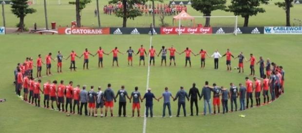 O Flamengo fez uma homenagem à Chapecoense em seu CT (Foto: Divulgação)