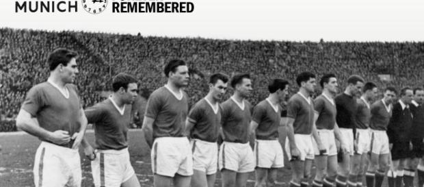 O último jogo do Manchester antes do desastre. Bobby Charlton é o quinto da esquerda para a direita
