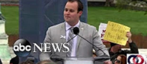 """Source: Youtube ABC News Josh Duggar reunites with """"Counting On"""" family"""