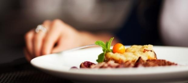 Uma dieta balanceada com alimentos saudáveis pode proporcionar uma vida saudável, longe de doenças.