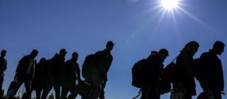 Migranti: storie di un viaggio tra sogni e speranze.