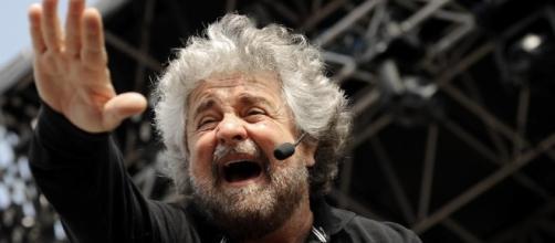 Grillo scaccia l'ipotesi di un confronto tv con Renzi in merito al referendum