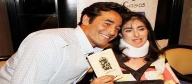 Alexandra no lançamento de seu livro com o irmão Luciano Szafir