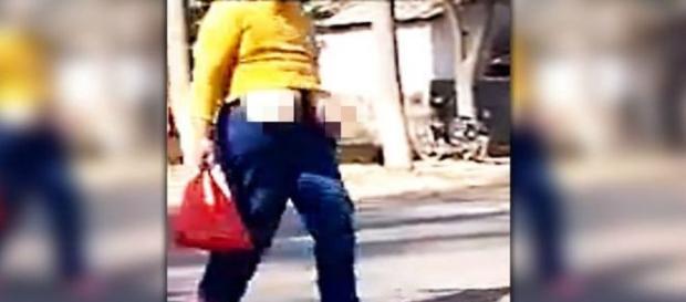 Chinesa foi flagrada com os seios expostos (liveLeak)