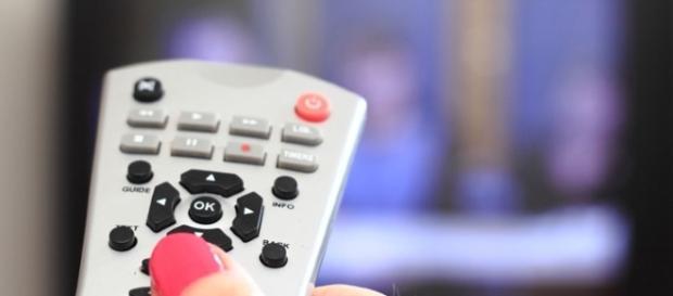 Guida programmi Tv stasera 4/11/16: Tale e quale Show e Squadra Antimafia 8, finale.
