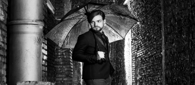Valerio Scanu in posa per Blasting News.