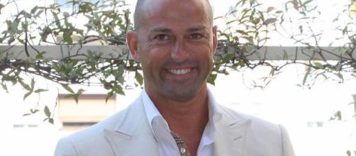 Grande Fratello Vip, 6-11: Stefano Bettarini consolato da Laura Freddi.