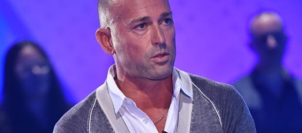 Stefano Bettarini ubriaco svela il suo numero di cellulare