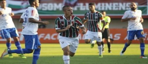 Marcos Júnior comemorando gol na vitória de 2 a 0 sobre o Cruzeiro no primeiro turno do Brasileirão (Foto: Reginaldo Pimenta/Raw Image/Lancepress)