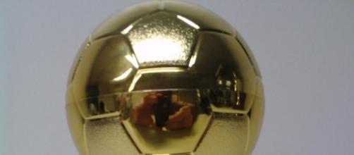 Troféu Bola de Ouro, concedido ao melhor jogador de futebol do mundo.