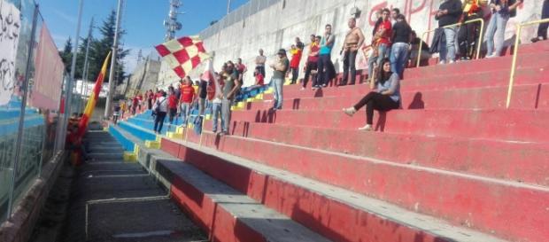 I tifosi del Lecce presenti a Vibo Valentia.