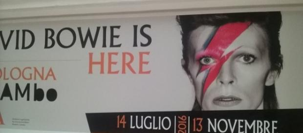 Il manifesto di 'David Bowie Is' al MAMbo