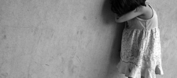 Menino estupra irmã após assistir filme adulto