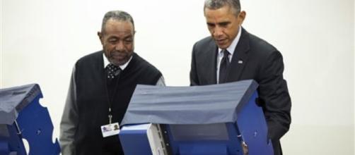 Obama impegnato a votare nella sua Chicago.
