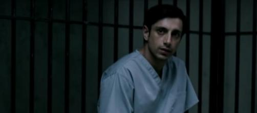 Riz Ahamed in una scena di 'The Night Of'