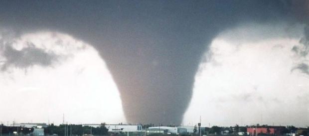 Două tornade violente au făcut ravagii în nordul Romei