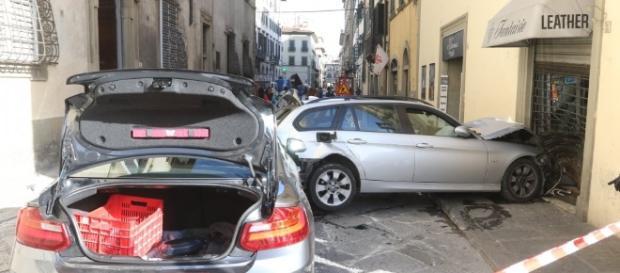 Firenze, maxi carambola, coinvolte 3 auto