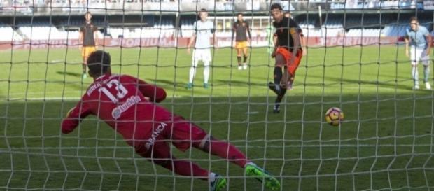 Gol de Dani Parejo desde los once metros. Foto: http://www.mundodeportivo.com