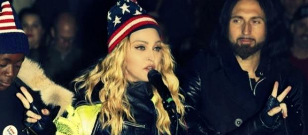 #Madonna sostiene in strada la campagna politica di #HillaryClinton. #BlastingNews