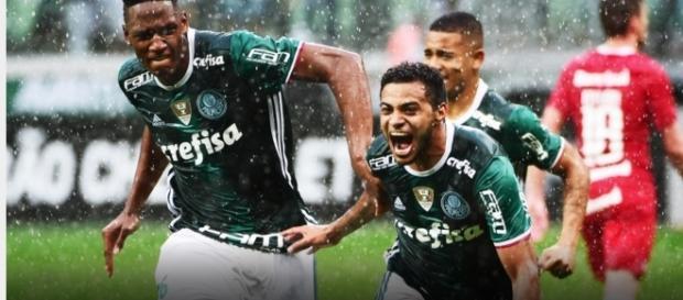 Na imagem Cleiton Xavier comemora gol da vitória sobre o Internacional