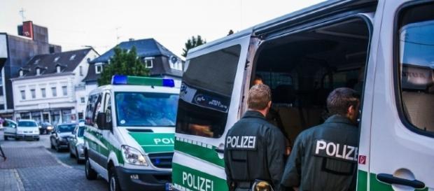 Poliţiştii germani au efectuat razii ample