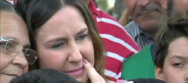 Susana Naspolini chora muito ao retornar