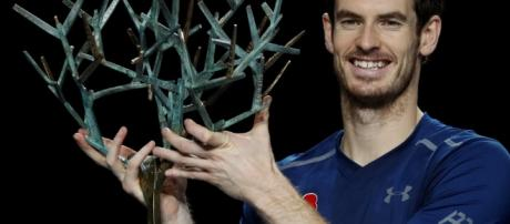 Murray rises to number one with Paris title.
