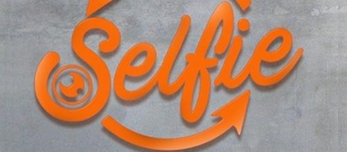 Gossip Selfie news: rissa in studio fra Tina Cipollari e Katia Ricciarelli