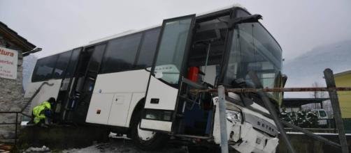 Incidente tra due pullman a Moleno - RSI Radiotelevisione svizzera - rsi.ch