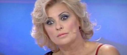 Tina Cipollari ha litigato con Gemma Galgani cadendo a terra